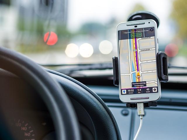 6 accessoires connectés pour les voitures